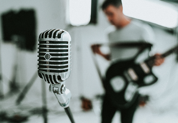 Grupo Musical: canto e instrumentos